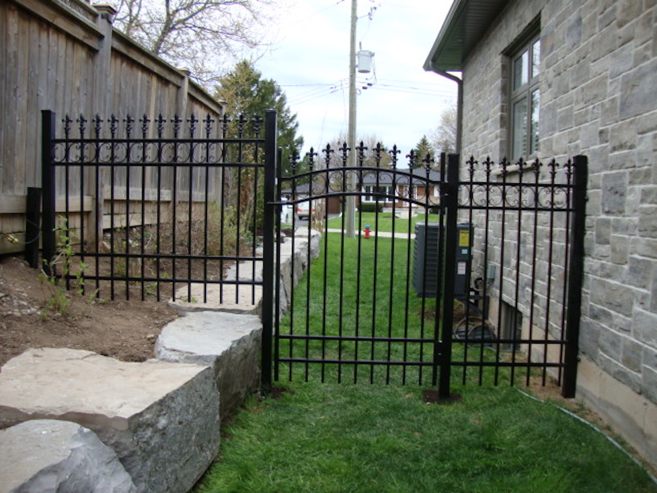 iron gate singles Wrought iron single gates most wrought iron gates can be made to measure to suit your needs, please contact us for details free delivery on all wrought iron gates.